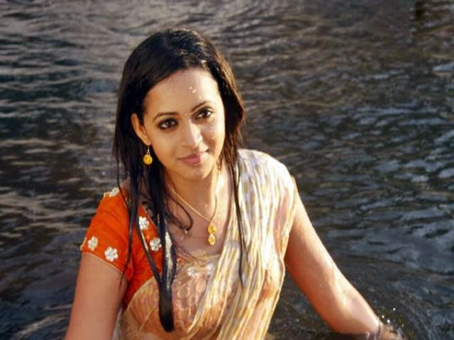 201702181236035947_Actress-Bhavana-molested-by-unidentified-persons_SECVPF