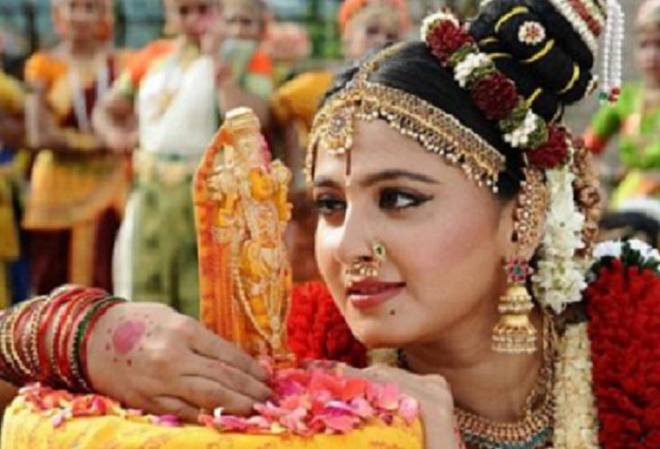 சினிமாவில் 40 ஆண்டுகள் நீடித்து சாதனை மூத்த நடிகர்களை பாராட்டிய அனுஷ்கா