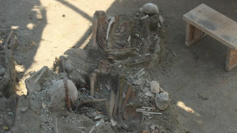 மன்னர் மனித புதைகுழியில் கை, கால்கள் கட்டப்பட்ட நிலையில் புதைக்கப்பட்டிருக்கலாம் என சந்தேகம்