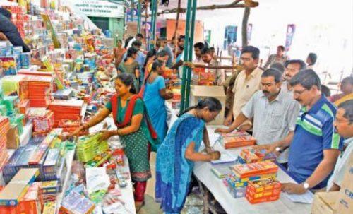 சாவகச்சேரி பகுதியில் தீபாவளி வியாபாரத்தில் ஈடுபட வெளிமாவட்ட வியாபாரிகளுக்கு அனுமதி மறுப்பு