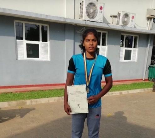 பளுதூக்கல் தேசிய மட்ட போட்டியில் வயாவிளான் மாணவி தங்கம் வென்றார்