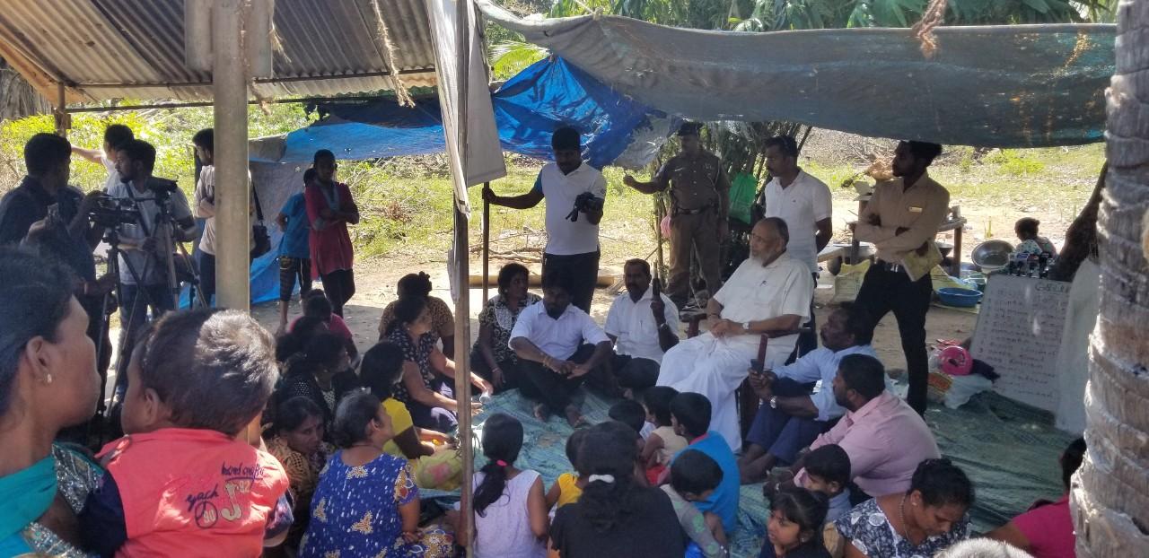 பொதுமக்களின் காணிகளில் இராணுவம் சொகுசு வாழ்க்கை வாழ்கிறது: கேப்பாபுலவில் விக்னேஸ்வரன்
