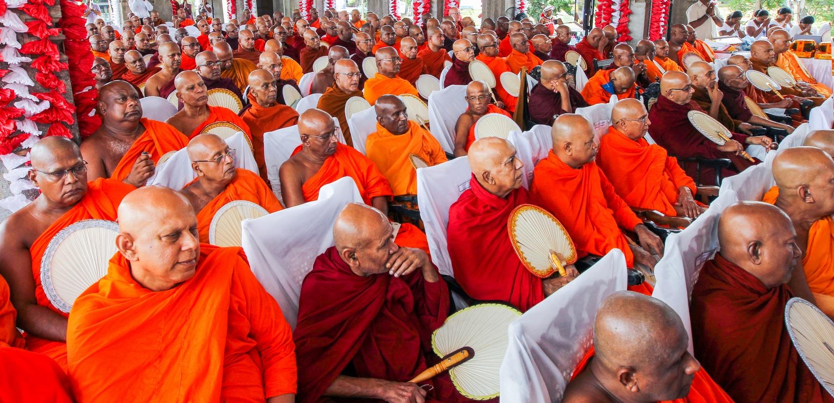 வவுனியாவில் வடமாகாண ஆளுனரின் ஏற்பாட்டில் பௌத்த மாநாடு!