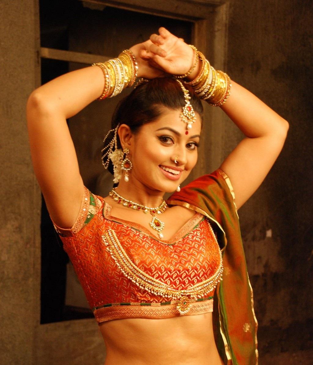 திரவுபதி கதாபாத்திரத்தில் சினேகா