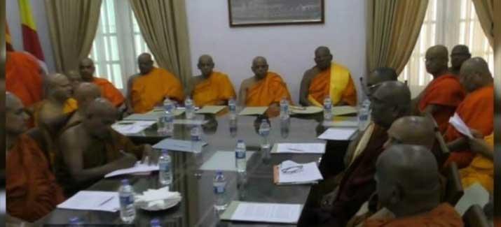 மீண்டும் பதவிகளை ஏற்குமாறு முஸ்லிம் எம்.பிக்களுக்கு மகாநாயக்க தேரர்கள் கோரிக்கை