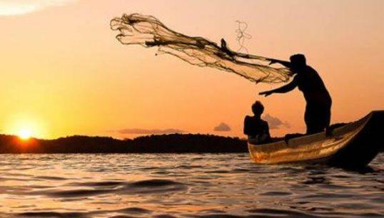 கடலுக்குச் சென்றுள்ள மீனவர்களை உடனடியாக அருகில் திரும்புமாறு கடற்படை அறிவிப்பு