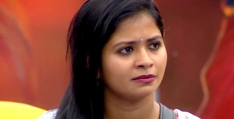 பிக்பாஸ் நிகழ்ச்சியில் தன்னை கொடுமைப்படுத்தியதாக மதுமிதா புகார்