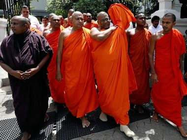 விகாராதிபதியின் உடலை வைத்து பௌத்த பிக்குகள் சிலர் வடக்கில் அரசியல் நாடகம் நடத்தியுள்ளனர்-ரணில்