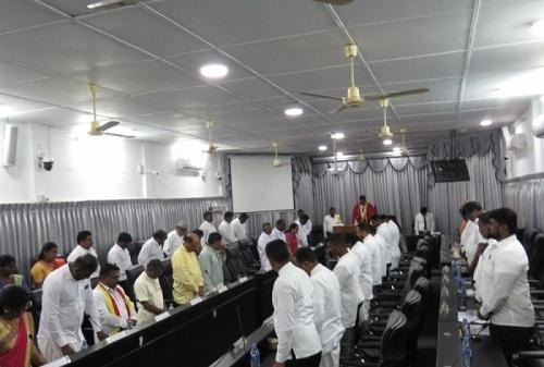 யாழ்.மாநகர சபையில் முதல்வருக்கும் ஈ.பி.டி.பி உறுப்பினர்களுக்கும் இடையில் கடும் வாய்த்தர்க்கம்