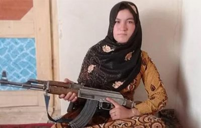 202007230215518884_Tamil_News_Afghan-teenage-girl-uses-AK47-to-kill-Taliban-militants_SECVPF